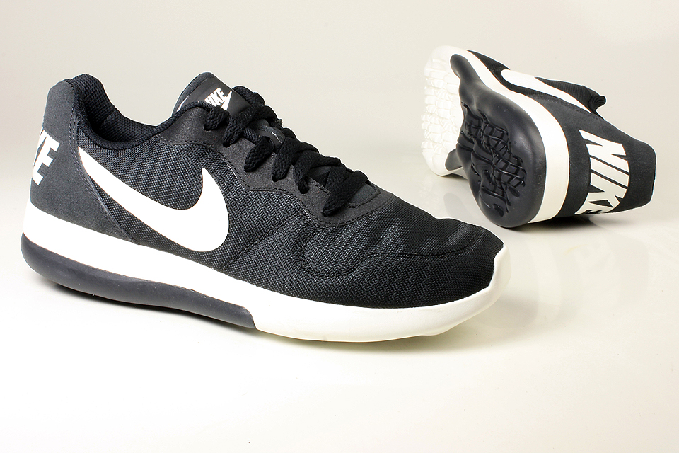 d964dfa2c5b Other Men s Shoes - NIKE - MD RUNNER 2 LW 844857-010 (Size   7) was listed  for R599.00 on 29 Apr at 02 58 by mensshoecentre in Durban (ID 331476809)